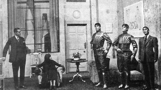 صحنه ای از نمایش نامه کارخانه ربات سازی روسوم نوشته شده توسط کارل چاپک که در آن سه ربات مشخص هستند