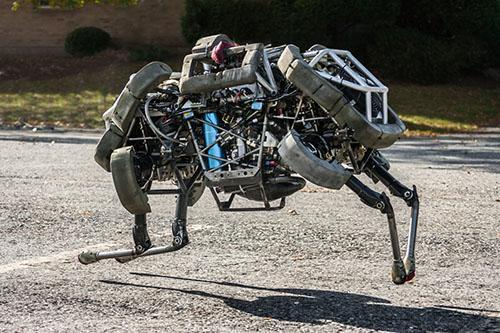 در سال 2012، ربات چهارپای نظامی Cheetah که نسخه تکامل یافته BigDog می باشد با شکستن رکورد ربات دوپایی MIT که مربوط به سال 1989 بود بهعنوان سریع ترین ربات دنیا شناخته شد.